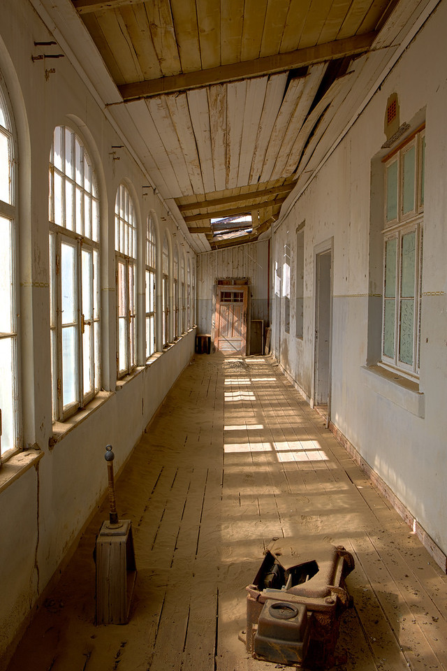abandoned diamond town of Kolmanskop 2014-03-15 at 09-18-48