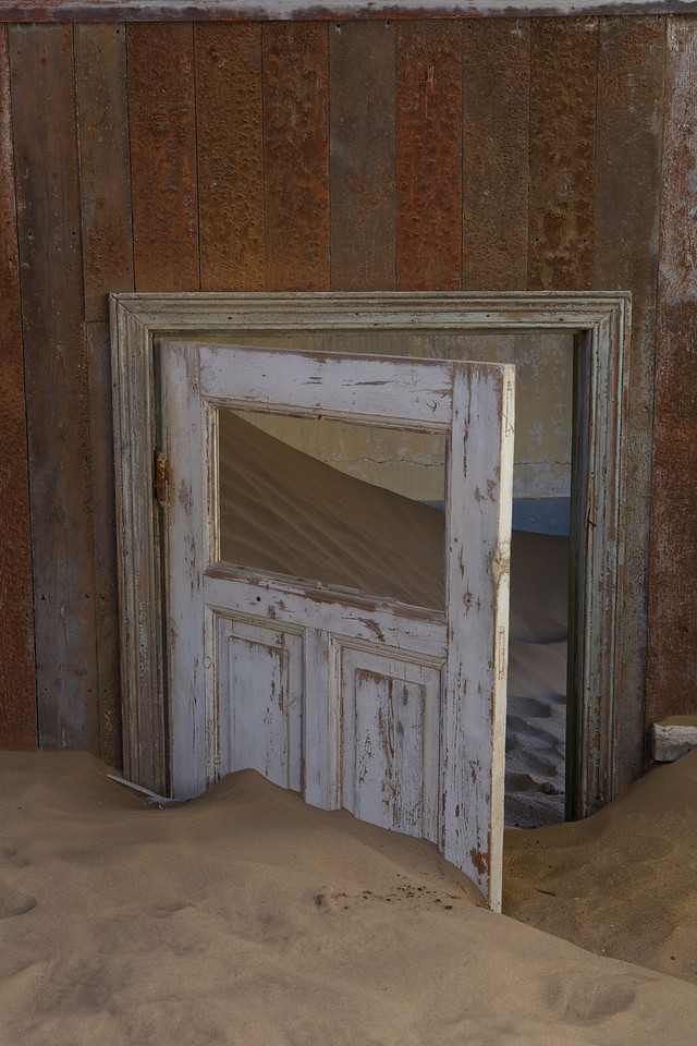 abandoned diamond town of Kolmanskop 2014-03-14 at 07-58-16