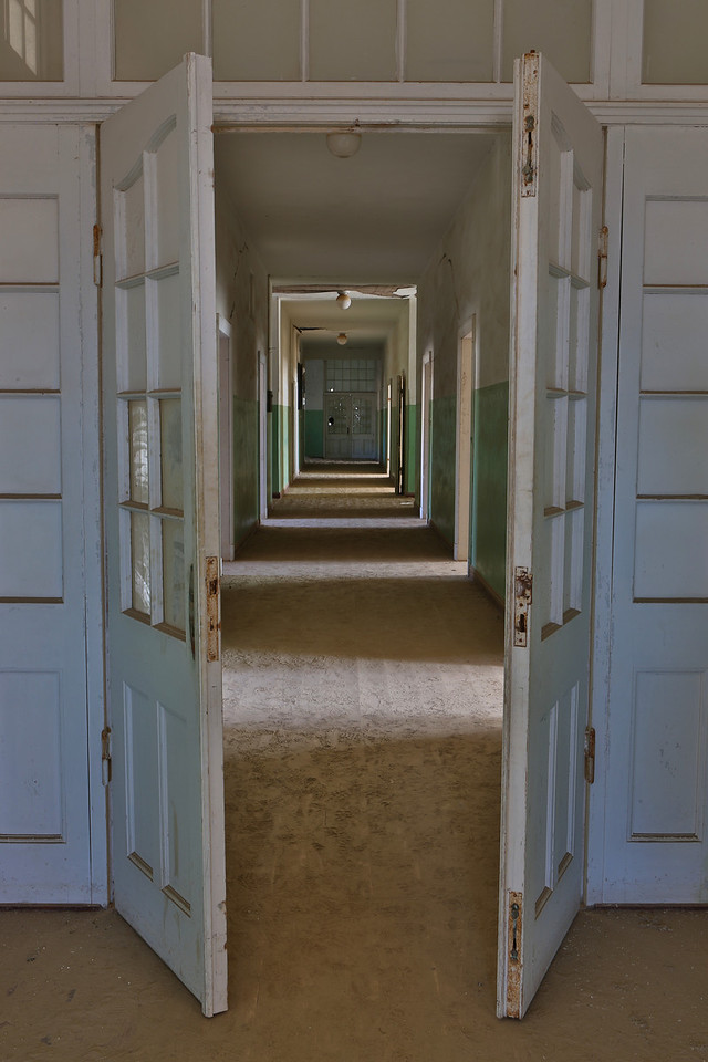 abandoned diamond town of Kolmanskop 2014-03-15 at 09-37-11