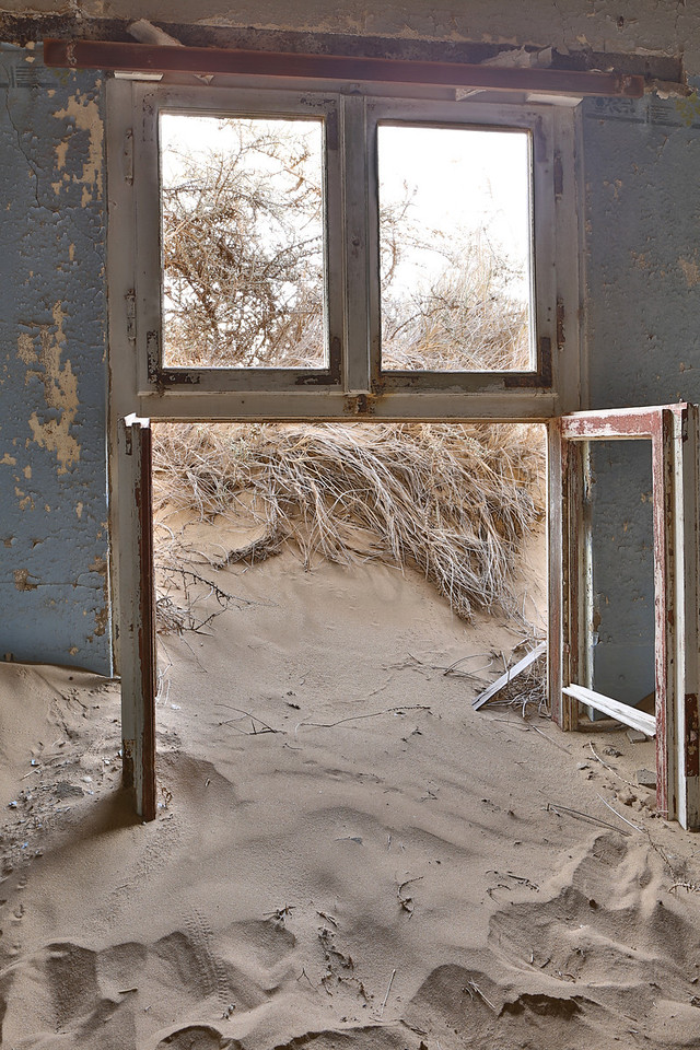 abandoned diamond town of Kolmanskop 2014-03-15 at 09-08-33
