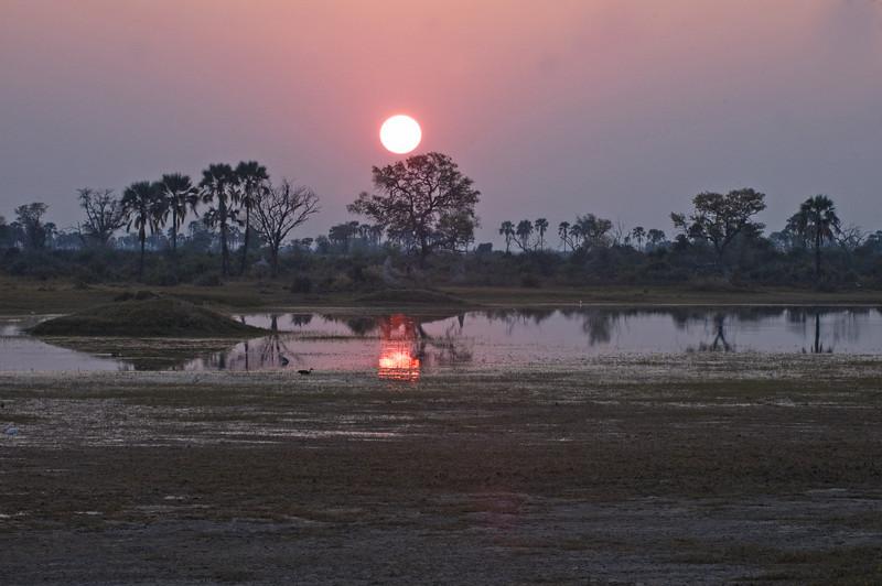 Sunrise_on_Okavango
