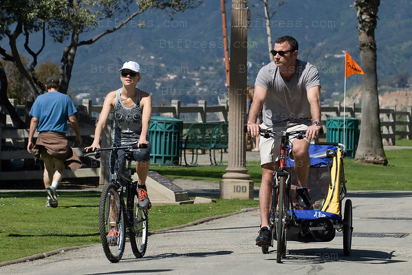 Naomi Watts and her boyfriend Liev Sohreiber and their kids Sasha and Sammy relaxing on bikes near the Pacific Ocean, in Santa Monica,California on Mars 09, 2011