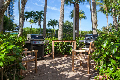 Naples Cay - The Club Grill Station