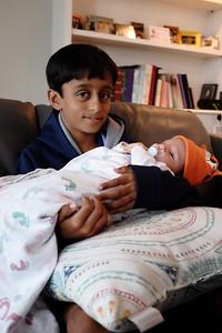 Aidu holds Narnar
