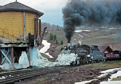May 1995.  Notice the 484 has no pilot plow, but it still managed to bull its way through some hard drifts to get to Osier.