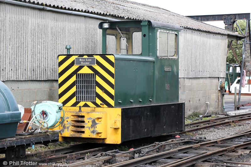 The Bala Lake Railway's ex-Royal Navy Trecwn Baguley Drewery (780) 4wDM 'Bob Davies' at Llanwchlyn on 8th September 2017.