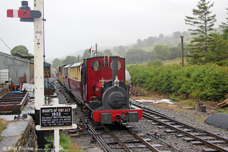 BLR Hunslet (822/1903)  0-4-0ST 'Maid Marian' arrives at  Llanwchllyn on 15th August 2018.