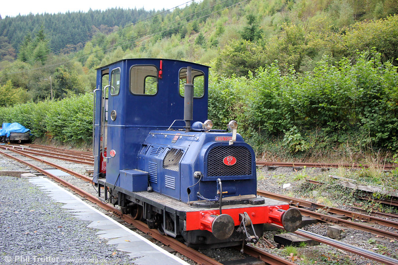 Corris Railway no. 6, a Ruston and Hornsby 4wDH (518493/1966), purchased in 1982 ex-BICC Prescot, Merseyside. Maespoeth, 24th September 2017.