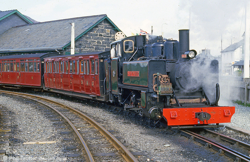 FR ALCO (57156/1916) 2-6-2T 'Mountaineer' waits to leave Porthmadog in May 1986.