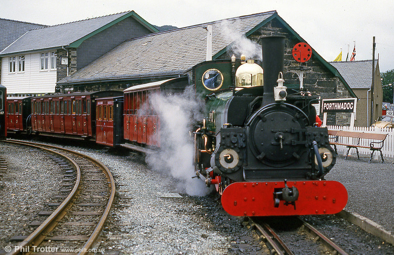 FR Hunslet 2-4-0STT (590/1893) 'Linda' at Porthmadog in September 1987.