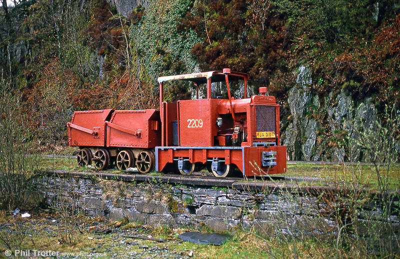Hunslet 4wDM no. 2442 of 1941 at the Narrow Gauge Railway Centre, Gloddfa Ganol, Blaenau Ffestiniog, in June 1986.