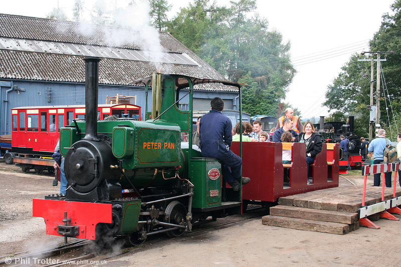 Kerr, Stuart (4256/1922) 'Wren' class 0-4-0ST 'Peter Pan' ready to give rides on the demonstration line at the Alan Keef open day on 26th September 2009.