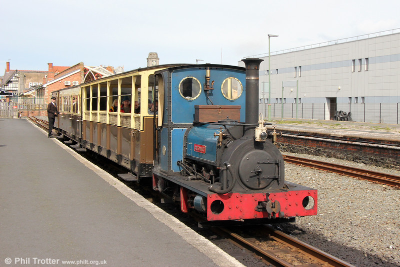 Quarry Hunslet 0-4-0ST (707/1899) 'Britomart' at Aberystwyth with the 1140 to Capel Bangor on 16th September 2017.