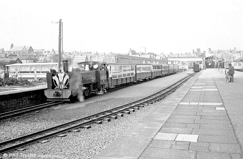 Carrying a somewhat over-sized headboard, VoR no. 7 'Owain Glyndwr' waits to leave Aberystwyth.