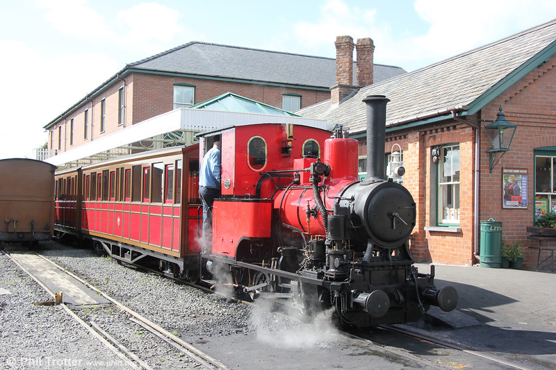 Talyllyn Railway Andrew Barclay (1431/1918) 0-4-0WT no.6 'Douglas' at Tywyn Wharf with the 1400 to Nant Gwernol on  9th September 2017.