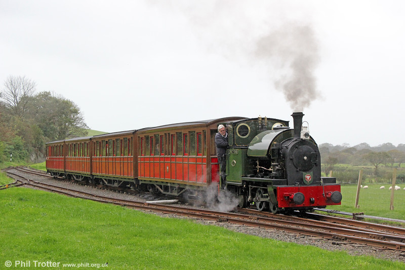 Kerr Stuart (4047/1921) 0-4-2ST no.4 'Edward Thomas' at Brynglas with the 1030 Tywyn to Nant Gwernol on 10th October 2019.