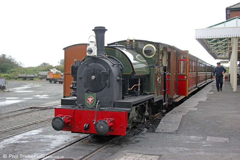 Kerr Stuart (4047/1921) 0-4-2ST no.4 'Edward Thomas' at Tywyn Wharf ready to leave with the 1400 departure for Nant Gwernol on 10th October 2019.