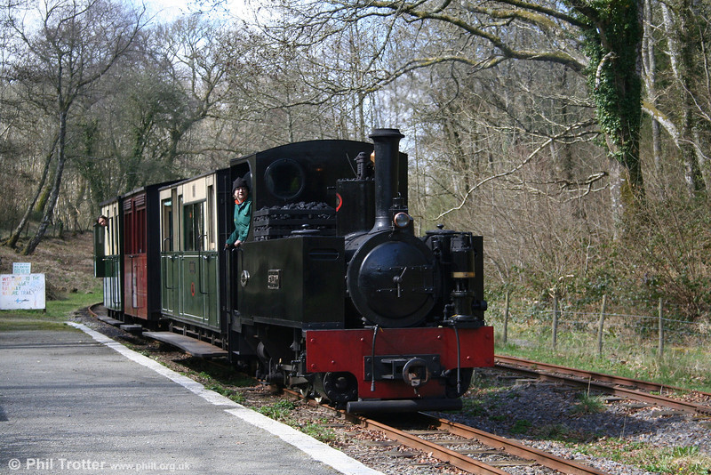 The Teifi Valley Railway's Kerr Stuart (3117/1918) 0-6-2T 'Sgt. Murphy' arrives at Henllan with a lunchtime train from Llandyfriog on 5th April 2008.