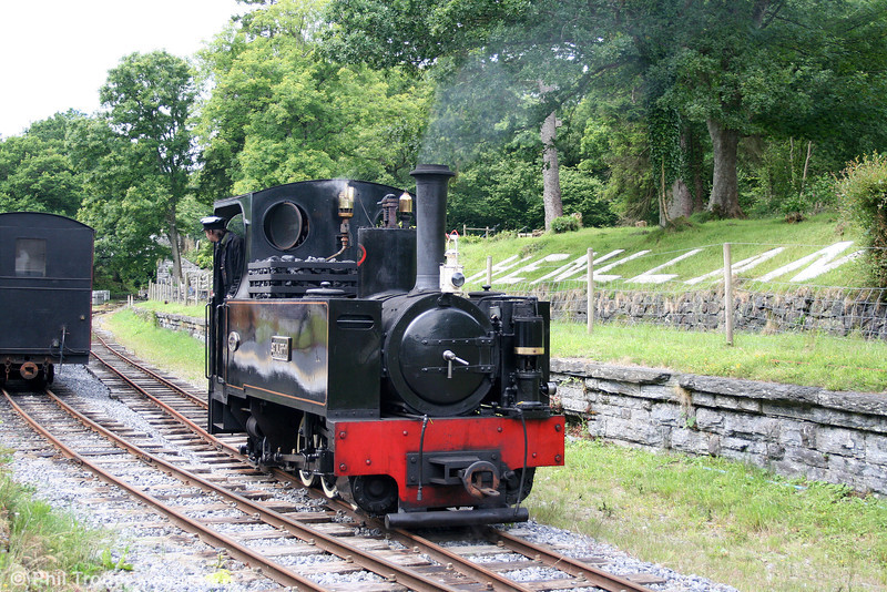 Kerr Stuart (3117/1918) 0-6-2T 'Sgt. Murphy' runs around its train at Henllan on 17th July 2010. The new platform means that trains now once again depart from the original Henllan Station.