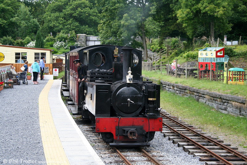 Kerr Stuart (3117/1918) 0-6-2T 'Sgt. Murphy' arrives at the new platform at Henllan with a train from Llandyfriog on 17th July 2010.