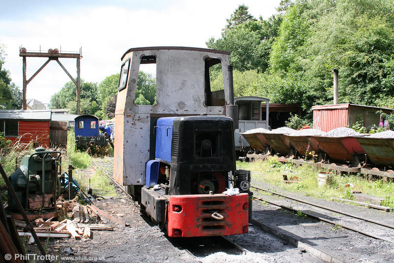 Ruston & Hornsby 4wDMF (433390/1959) 'John Henry' with its newly fitted cab at Henllan, Teifi Valley Railway on 20th July 2008.