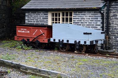2 x Wagons inc No117 at Tallyn Station  22/08/15.