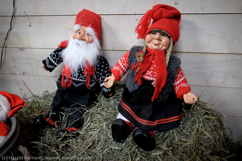 Flott julepynting i stallen til Narvik Ridesenter. 13. desember 2014. Foto: Harald Harnang
