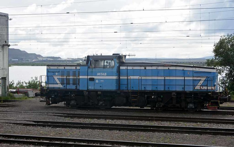 MTAB No 6, Kiruna loco shed, Sweden, Fri 24 July 2015 - 1605.  Former SJ class T44 1235kW Bo-Bo diesel electric, one of two owned by MTAB (Malmtraffik AB).  MTAB is a freight operating company  jointly owned by the LKAB mining company and Swedish Railways (SJ).  There is another freight company, MTAS, which is jointly owned by LKAB and Norwegian Railways (NSB).  It is the two freight companies which actually operate the iron ore trains.