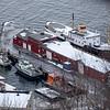 Utstikker, Narvik havn. Diverse skip, bl.a. gml fløttmann og dykkerskip. Bak Gamle Skogøy som ligger for restaurering.