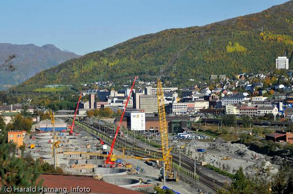 SILA-utbyggingen til venstre. Narvik by til høyre.