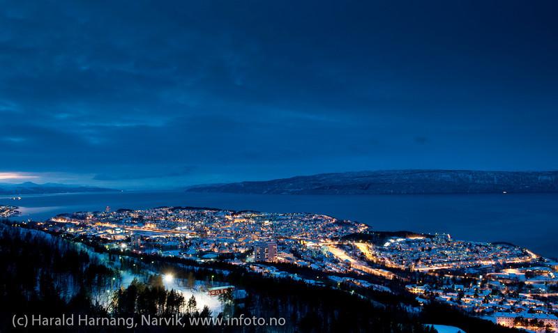 30.12.2011 Mørketid, Narvik fra Kobberstadløypa i Fagernesfjellet.