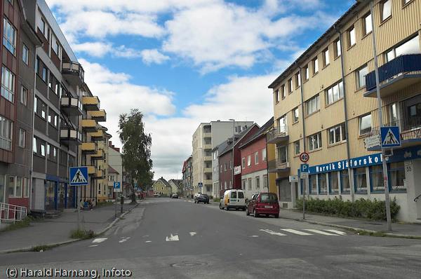 Frydenlundsgata i retning mot kirken. Foto fra krysset Brugata/Frydenlundsgata.