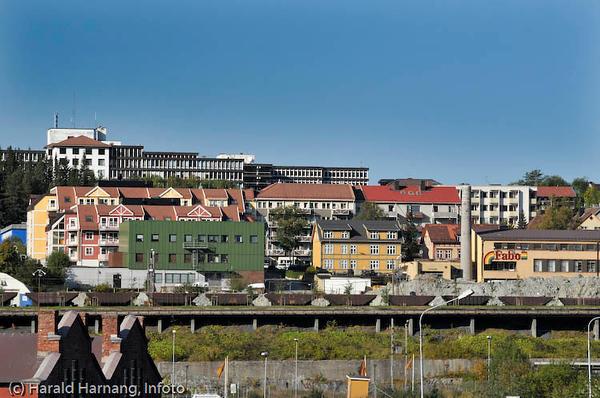 Narvik sykehus i bakgrunnen. Midt på malmvogner i det såkalte ranger-området.