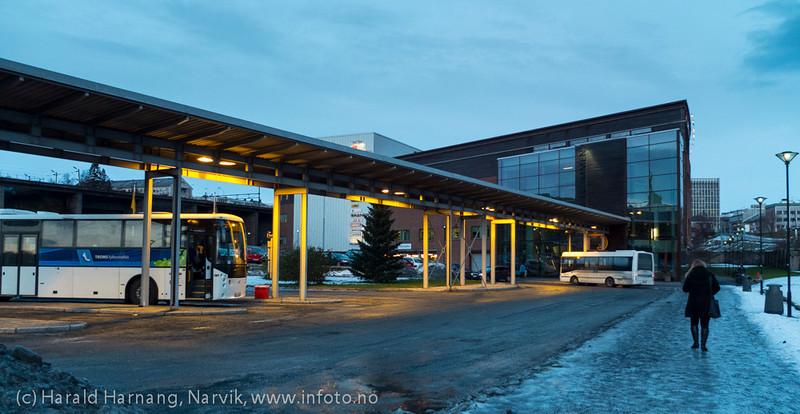 Narvik sentrum, busstasjon ved Amfi, nov 2012.
