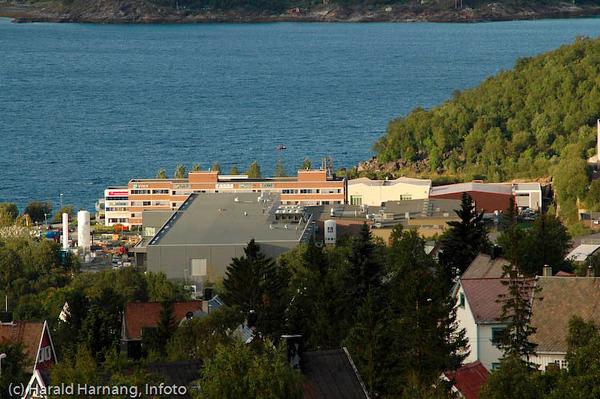 Teknologiparken i Narvik, med nye REC-bygget i forgrunnen. I bakgrunnen VINN-bygget.