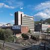 Narvik rådhus under restaurering. I forkant bygges ny vei fra 4. hjørne og til rådhuset.