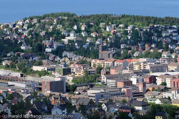 Narvik. Rådhuset nede til venstre.