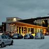 Amfi handlesenter. 3. juledag 2014. Snevær på natta. Mørketid og en julestille by.