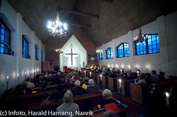 Konsert i Sjømannskirka 11. desember 2010. Bjørn Andor Drage og medlemmer fra MIN-ensemblet i Narvik. Vaffelkonsert med plateslipp.