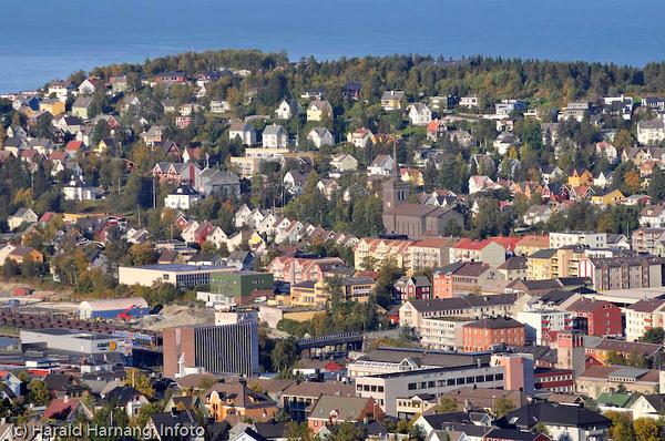 Deler av sentrum og bydelen Framnes bak.