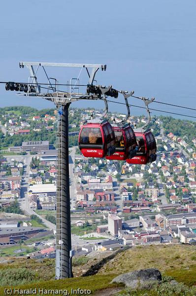 Gondolbanen fra opp til 650 moh. Deler av Narvik sentrum i bakgrunnen.