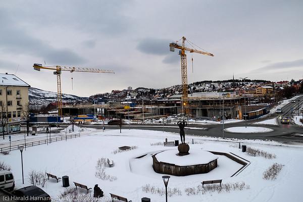 Bygging av det fjerde hjørne, Narvik torg. 27. mars 2015.