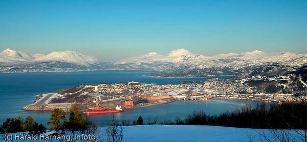Narvik-halvøya med LKABs utskipningsanlegg i forgrunnen.