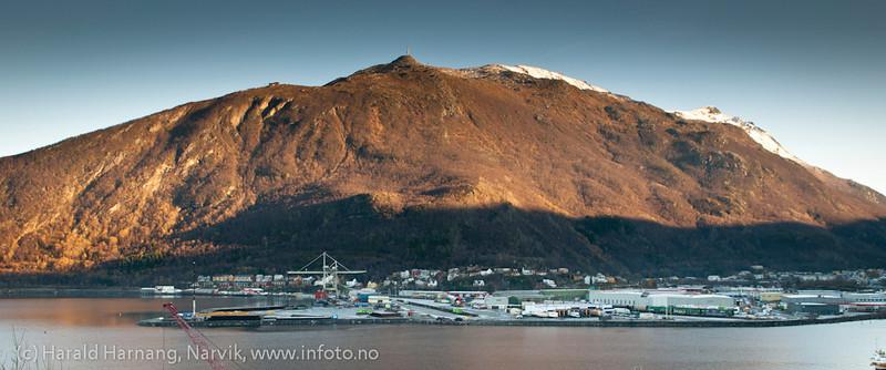 Fagernes industriområde. Mye logistikk og snart kommer utskipningsanlegg for jernmalm ytterst til venstre. 26. oktober 2011. Northland Resourses shipping facilities in Narvik under construction.
