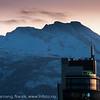 Ricahotellet, bak fjellet Sovende Dronning. Narvik sentrum, torg, Mørketid, kl 1430 20. desember 2012.