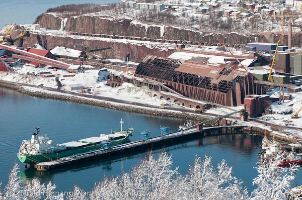 Narvik havn 21. mars 2011. Olivinbåt (?) ved gamle kai 3-4. Lundbergsjakta er under utbedring. Foto fra Fjellheim.