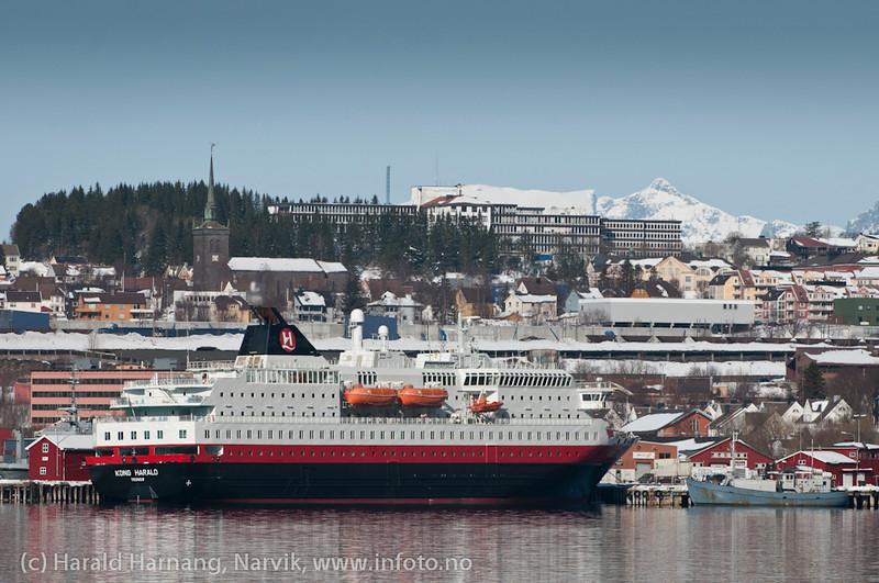 Hurtigruteskipet Kong Harald til kai i Narvik som hotellskip under Vinterfestuka 2011. Det er trolig siste gang Hurtigruten kan avse skip til dette formålet pga ny seilingsplan og konsesjonsbetingelser. Skipet var bygget i 1993.