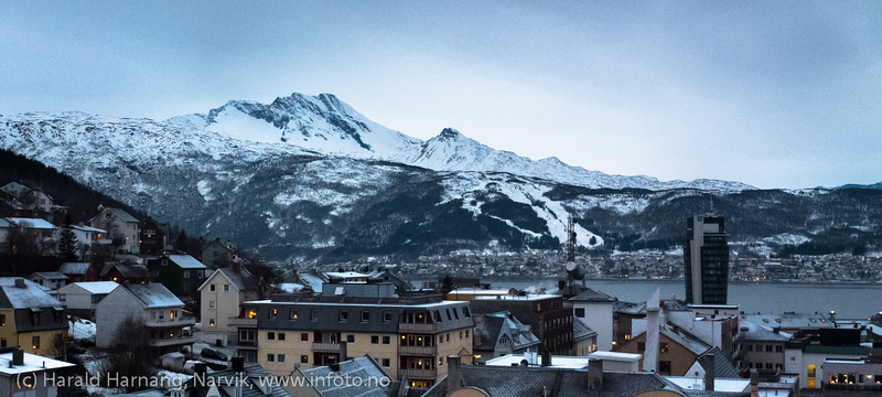 Narvik sentrum, mørketid. Foto ca kl 13 12. desember 2012.