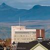 Toppen av et litt slitent Narvik rådhus. sept 2012.