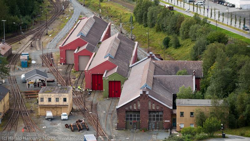 Stilige gamle lokstaller til NSB. Lokstallen i forkant benyttes som konsertlokale under Vinterfestuka.